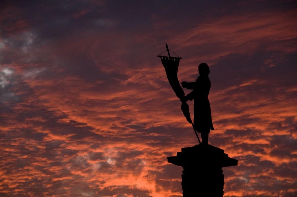 Monumento a Hidalgo en explanada de los héroes