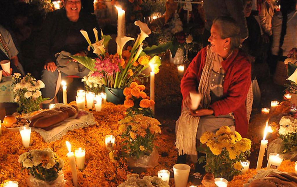 http://www.patzcuaro.com/festividades/dia_muertos.html