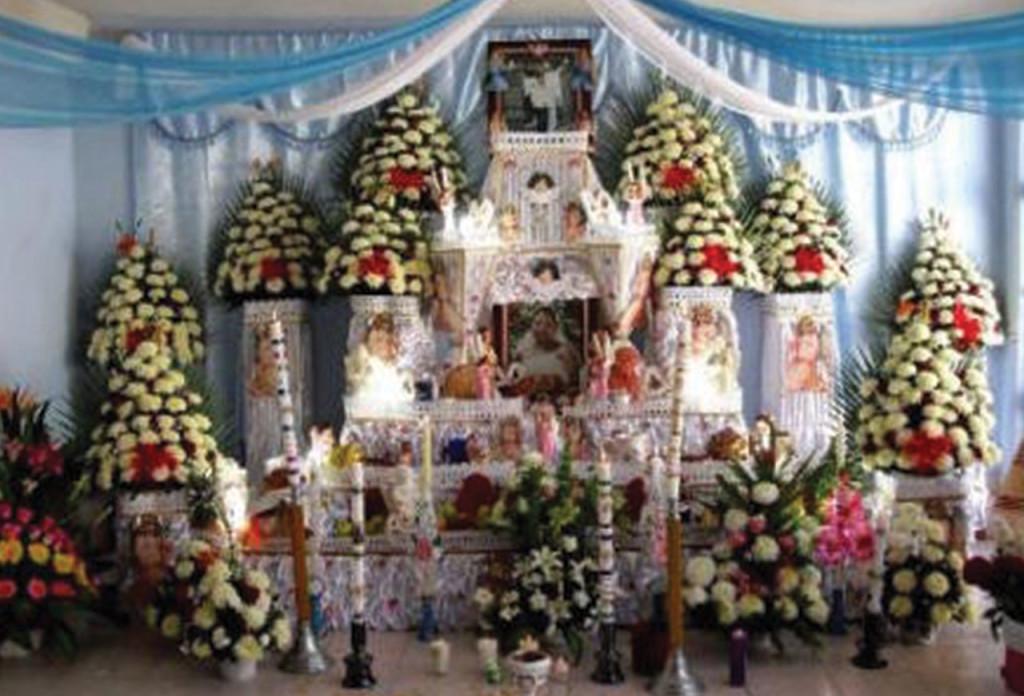 http://www.unionpuebla.mx/articulo/2013/11/01/cultura/altares-monumentales-de-huaquechula-fotos
