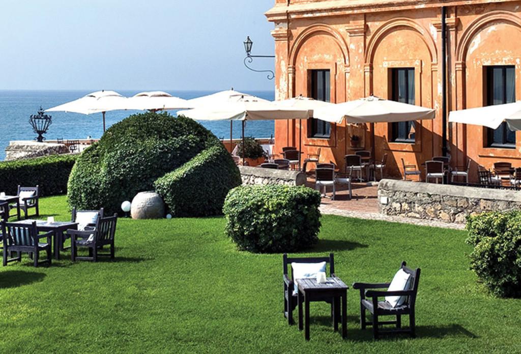 http://www.mypremiumeurope.com/img/image_db/luxury_hotel_rome_posta_vecchia_garden_a-942.jpg