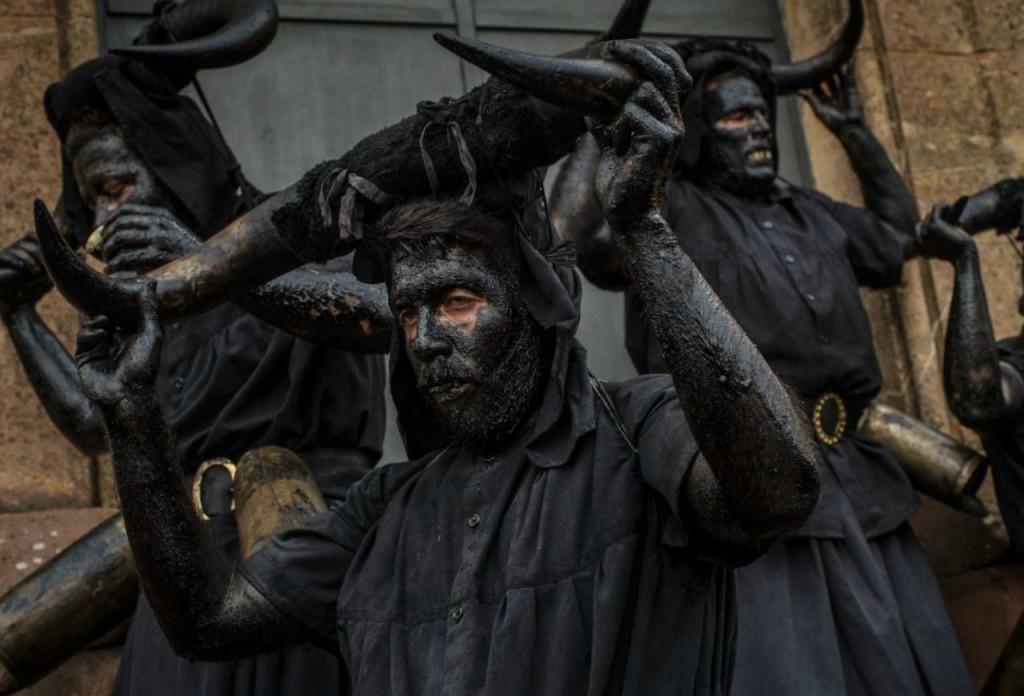 https://es.noticias.yahoo.com/fotos/los-aterradores-diablos-del-carnaval-de-luzon-1424177839-slideshow/