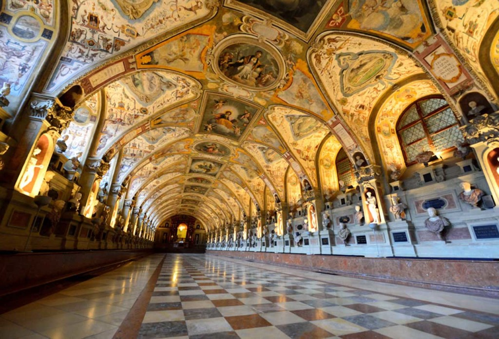 http://cdn.disfrutamunich.com/guias/munich/fotos/residencia-munich.jpg
