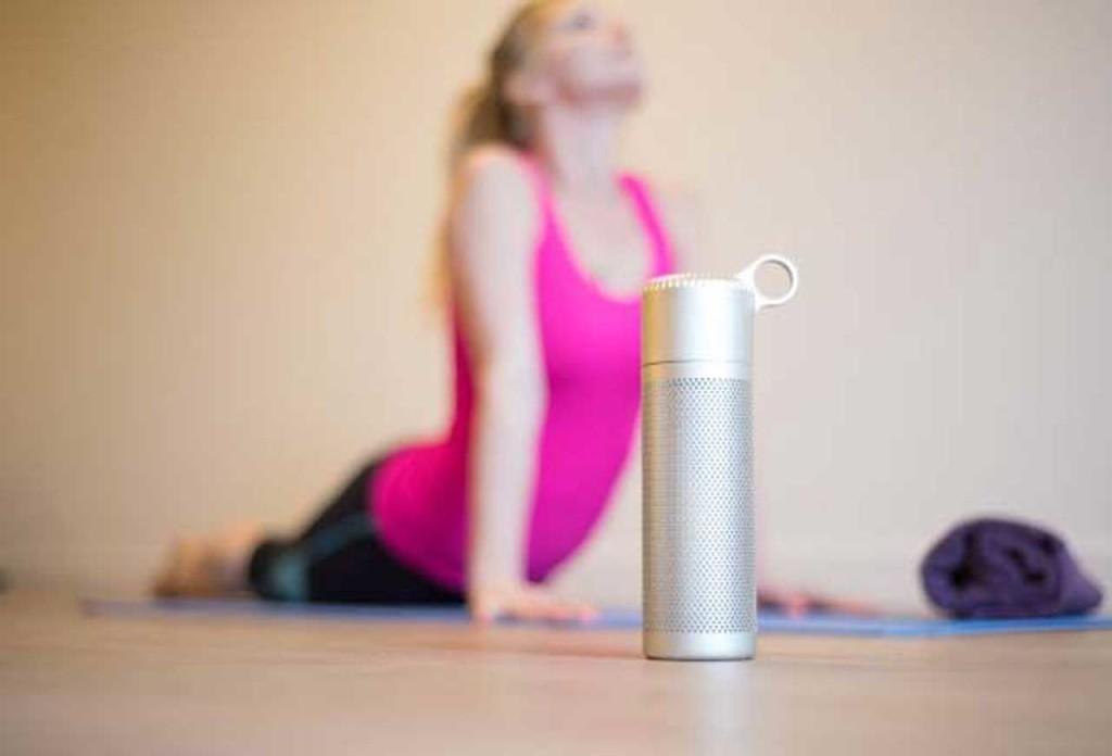 http://gadgetsin.com/the-flow-is-a-smart-filtered-water-bottle-that-helps-you-stay-hydrated.htm