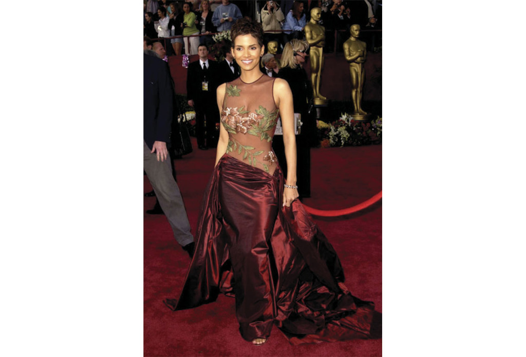 http://www.elle.com/fashion/celebrity-style/news/g25786/the-most-iconic-oscar-gowns-of-all-time/?slide=12