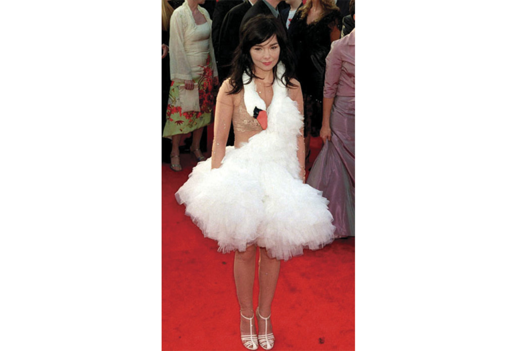 http://www.elle.com/fashion/celebrity-style/news/g25786/the-most-iconic-oscar-gowns-of-all-time/?slide=13