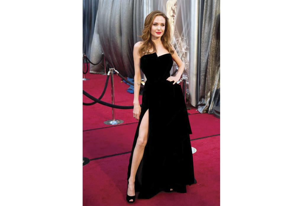 http://blog.qmee.com/most-expensive-award-show-outfits/