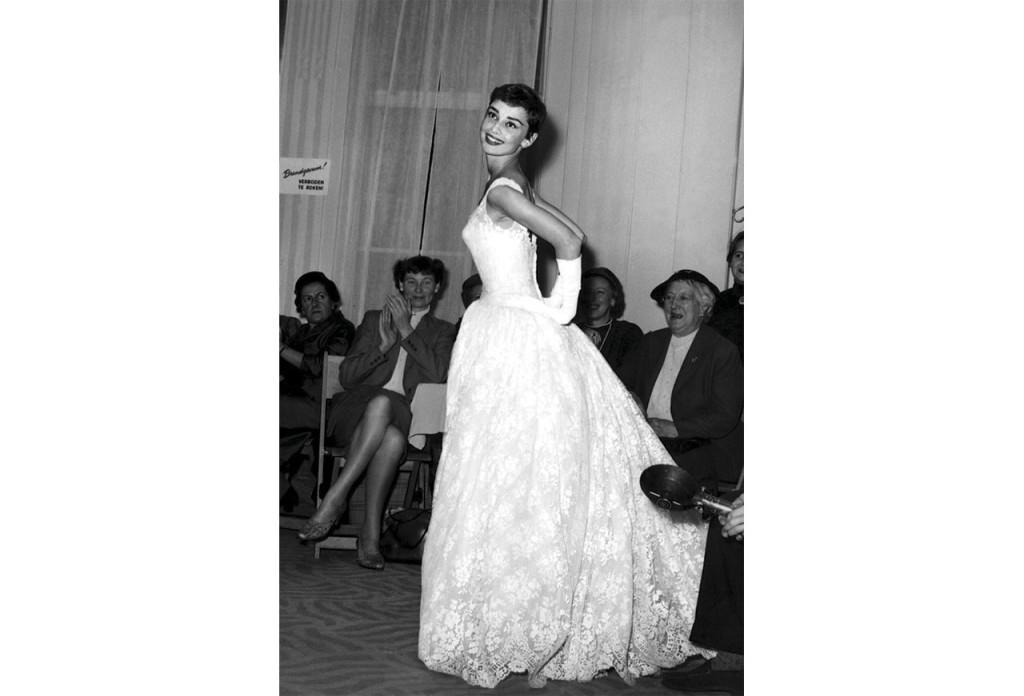 http://www.fashiongonerogue.com/audrey-hepburn-hubert-givenchy-dresses/audrey-hepburn-givenchy-1959/