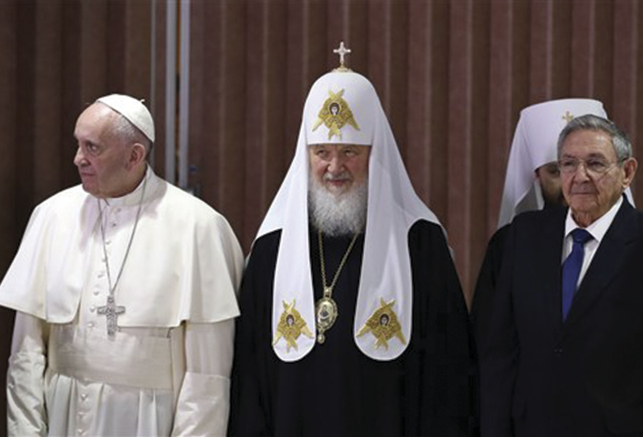 http://www.theindianpanorama.news/global-news-centre/world/history-made-as-catholic-pope-francis-and-russian-orthodox-patriarch-kirill-embrace-to-bridge-the-great-schism/
