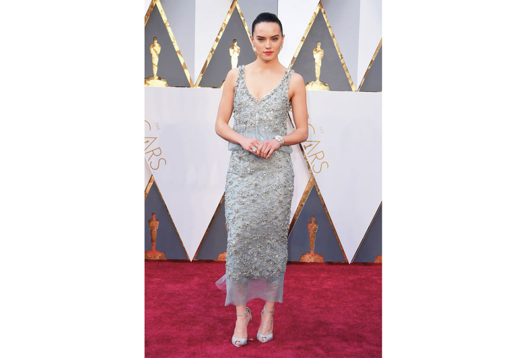 http://www.usmagazine.com/celebrity-style/pictures/oscars-2016-red-carpet-fashion-what-the-stars-wore-w165056/daisy-ridley-w165547