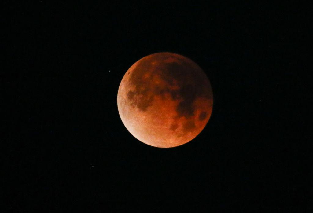 El eclipse lunar total más largo del siglo - eclipse lunar portada