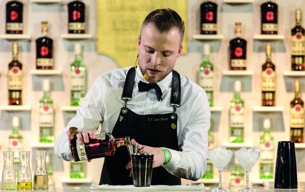 Erick Van Beek busca crear un mundo mejor a través de la coctelería - ERIC VAN BEEK-SHAKER