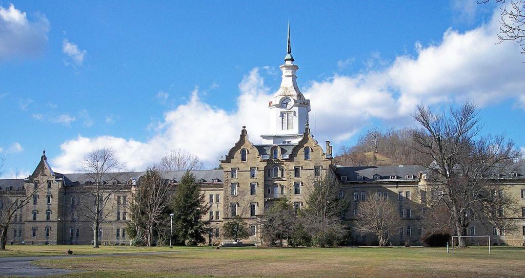 5 lugares del mundo llenos de misterio - Trans-Allegheny Lunatic Asylum  portada