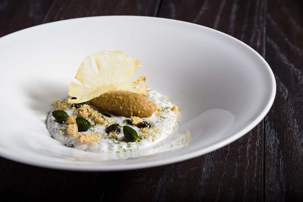 Millesime presenta The Gourmet Masters - Perlas de tapioca, leche de coco, pi§a rostizada, helado de pi§a y pÇtalos de menta THOMAS TROISGROS