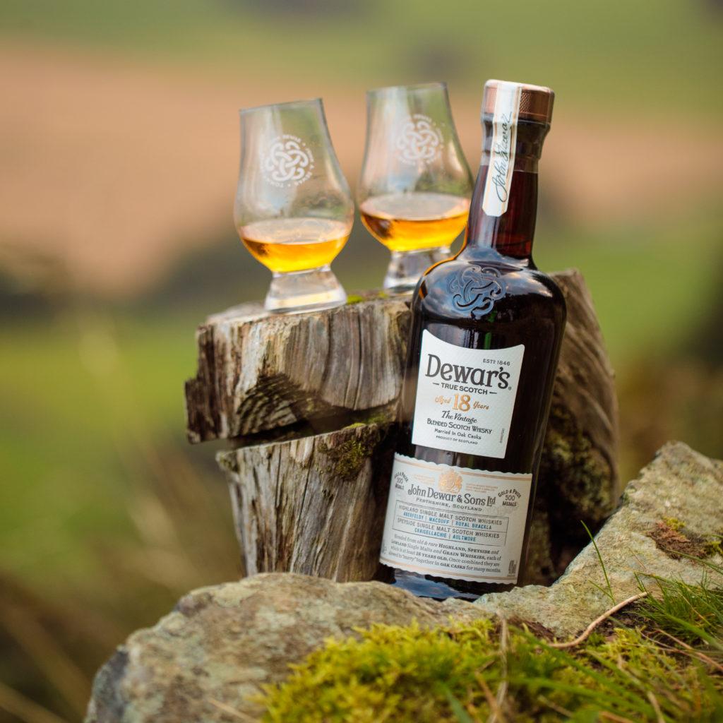 La historia de Dewar's, el emporio del whisky escocés - La historia de Dewar's, el emporio del whisky escocés portada