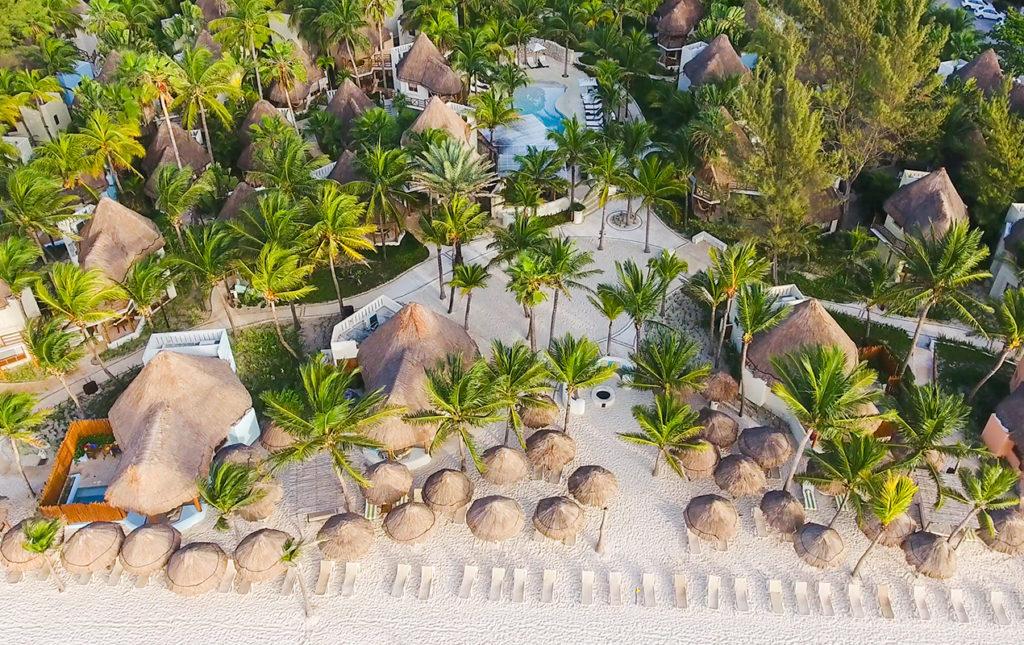 Mahekal Beach Resort, un paraíso en el Caribe mexicano - villas resort palmeras playa mahekal vista cenital