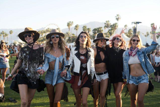 Los esenciales para esta temporada de festivales - Hotbook Todo lo que necesitas en esta temporada de festivales portada