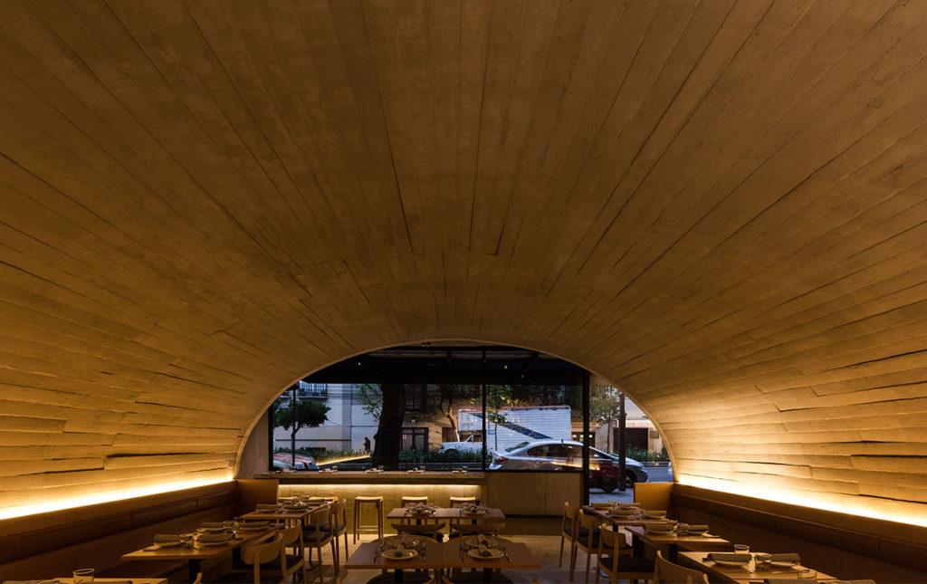 Entrevista exclusiva: Alonso de Garay - portada techo restaurante italiano sartoría madera mesas comida