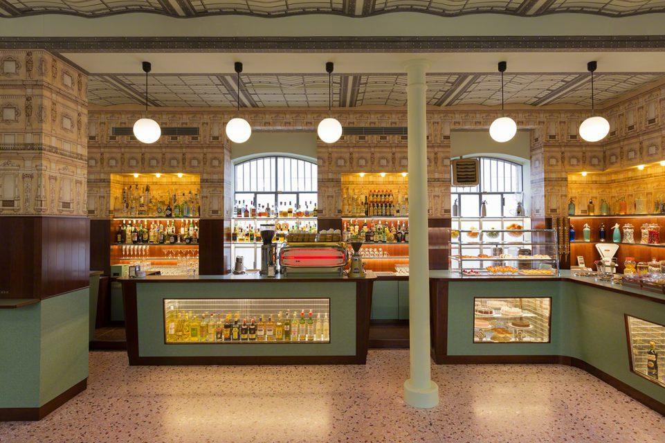 Bar Luce: un café diseñado por Wes Anderson en Milán - 04-961x640