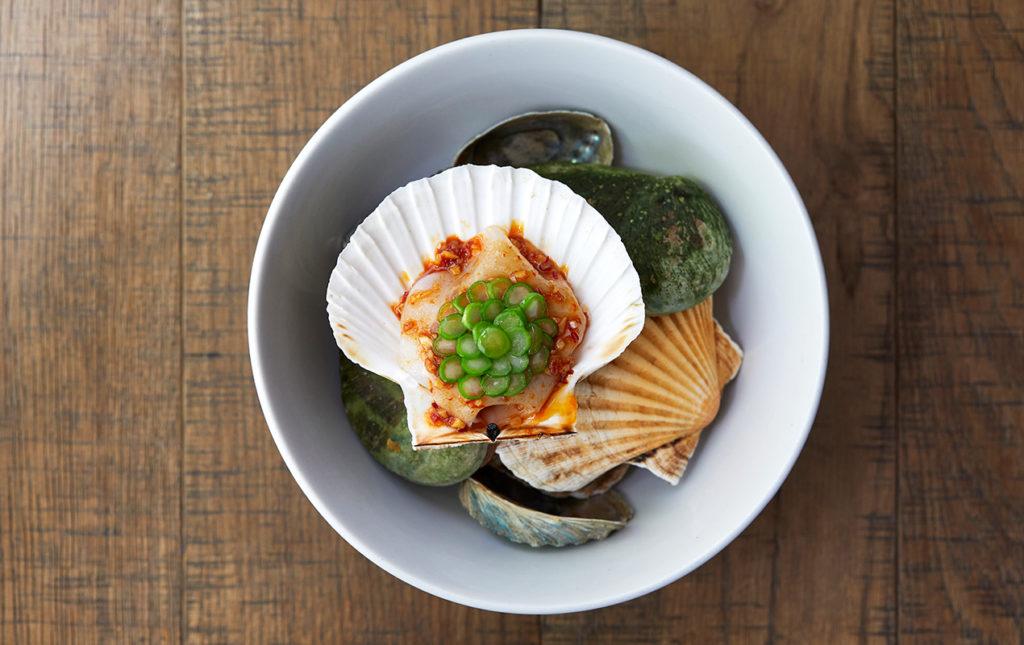 Chefs que están cambiando la escena gastronómica en Londres - PORTADA_hotbook_hotgourmet_scallopawong_nuevascarasenlondres