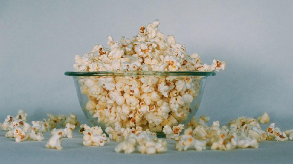 Del Toro pide a estrellas que recomienden películas para la cuarentena - palomitas-en-casa