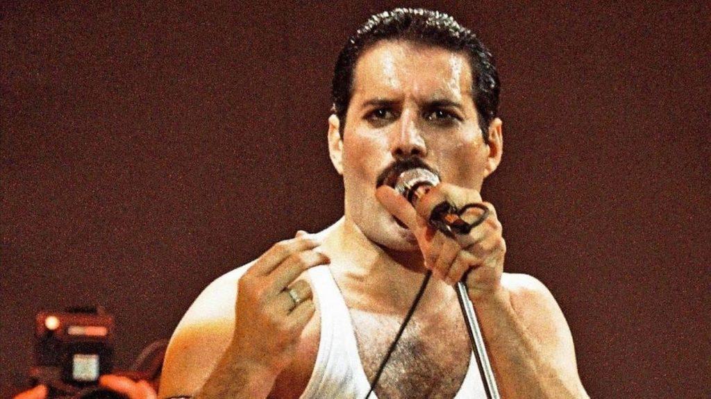 Tus películas favoritas en un mismo lugar, revive la emocionante vida de Freddie Mercury en el Autocinema Platino Cinemex presentado por AT&T - Portada Todo lo que tienes que saber sobre Freddie Mercury bohemian rapsody