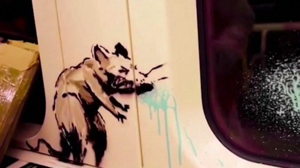 #Video Banksy interviene Metro de Londres para fomentar el uso del cubrebocas - banksy-metro-de-londres