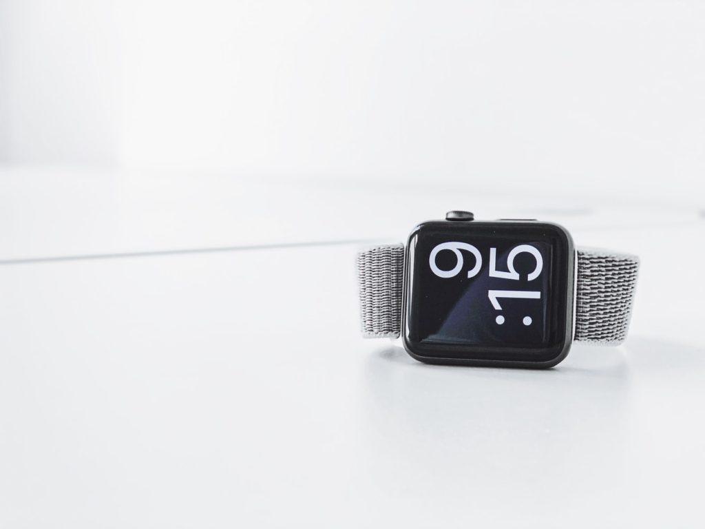 Fitbit y Apple Watch, las nuevas herramientas para detectar el COVID-19 - Portada Apple Watch y Fit Bit COVID19 coronavirus covid online semáforo CDMX google Verano vacaciones clases online google apple watch cuarentena