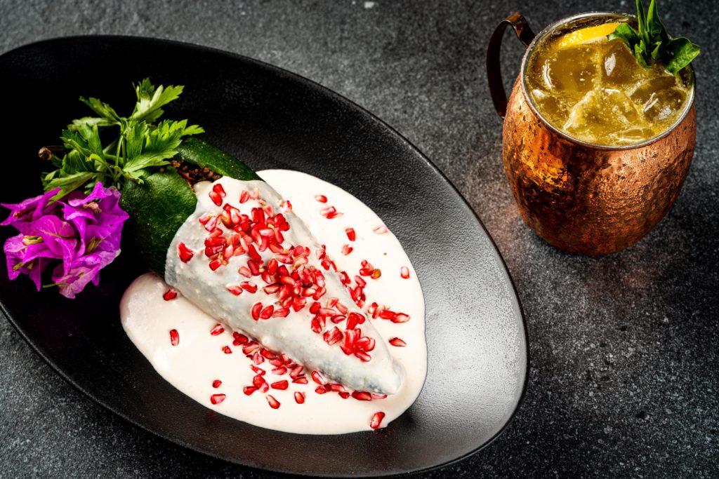 Arranca la mejor temporada del país, la del chile en nogada, y Porfirio's apuesta por el exquisito platillo - portada porfitisio temporada chiles en nogada