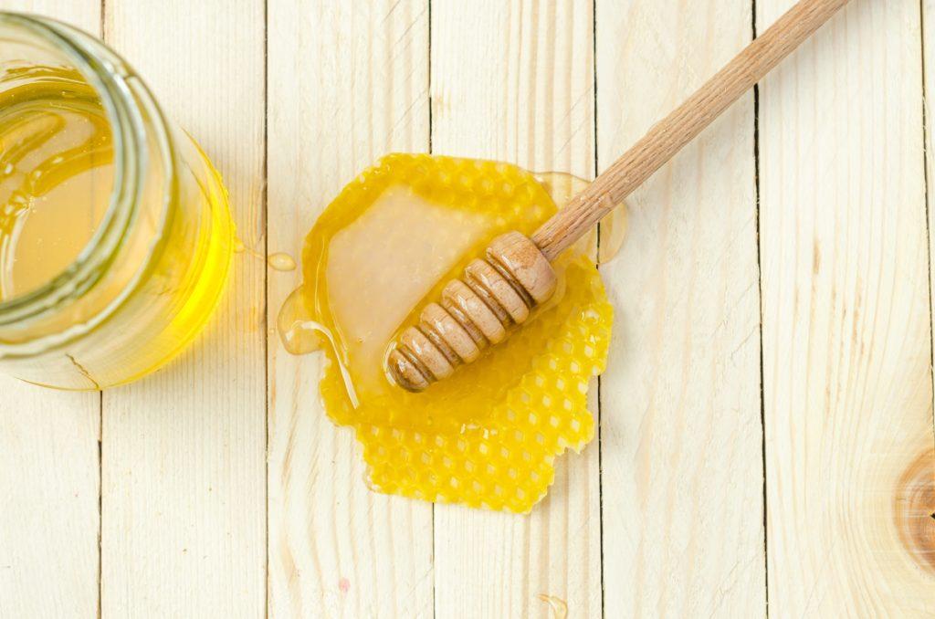 7 beneficios de consumir miel de abeja natural - Portada 7 beneficios de consumir miel de abeja natural google hotbook bazar online amazon intagram tiktok amazon online coronavirus covid-19 foodie honey miel de abeja miel organica