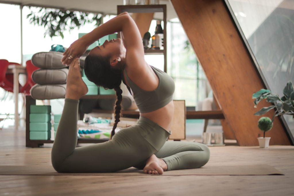 Esenciales para hacer ejercicio en casa - Portada Los esenciales que necesitas para hacer ejercicio en casa workout google fitness Instagram tiktok google amazon activewear moda