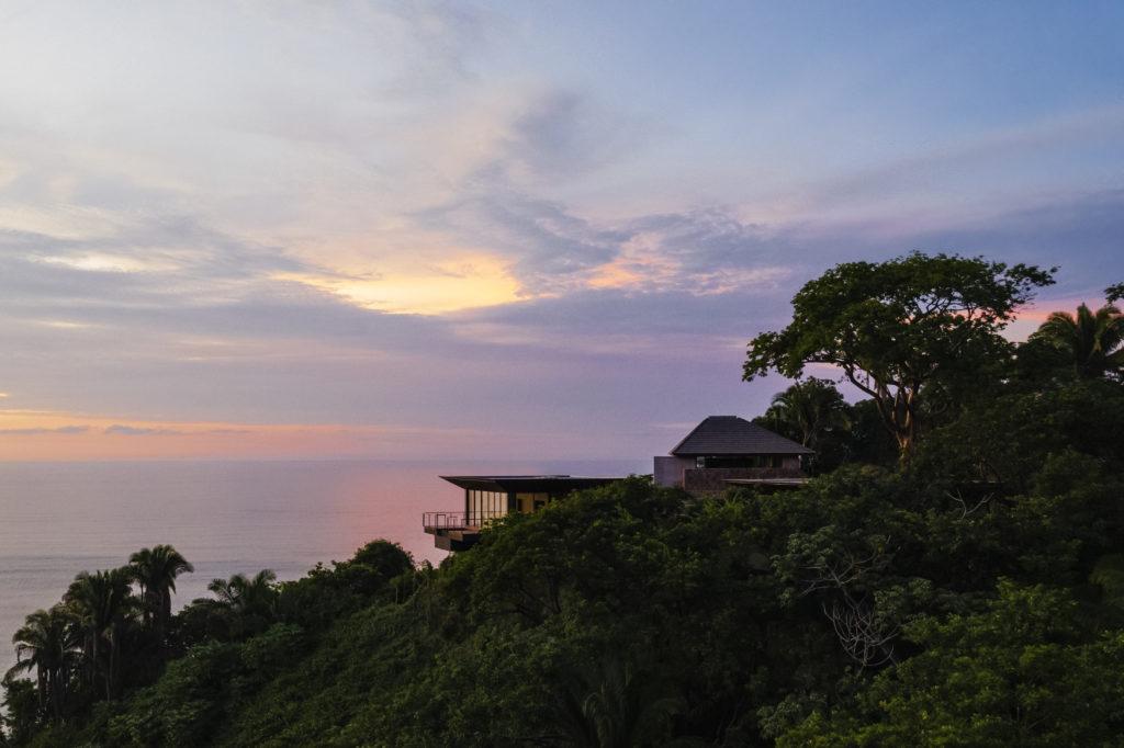 One&Only Mandarina, un santuario de lujo que abre sus puertas en la Riviera Nayarit - OO_MM_Exteriors_Drone_Landscape_Twilight_0364_MASTER
