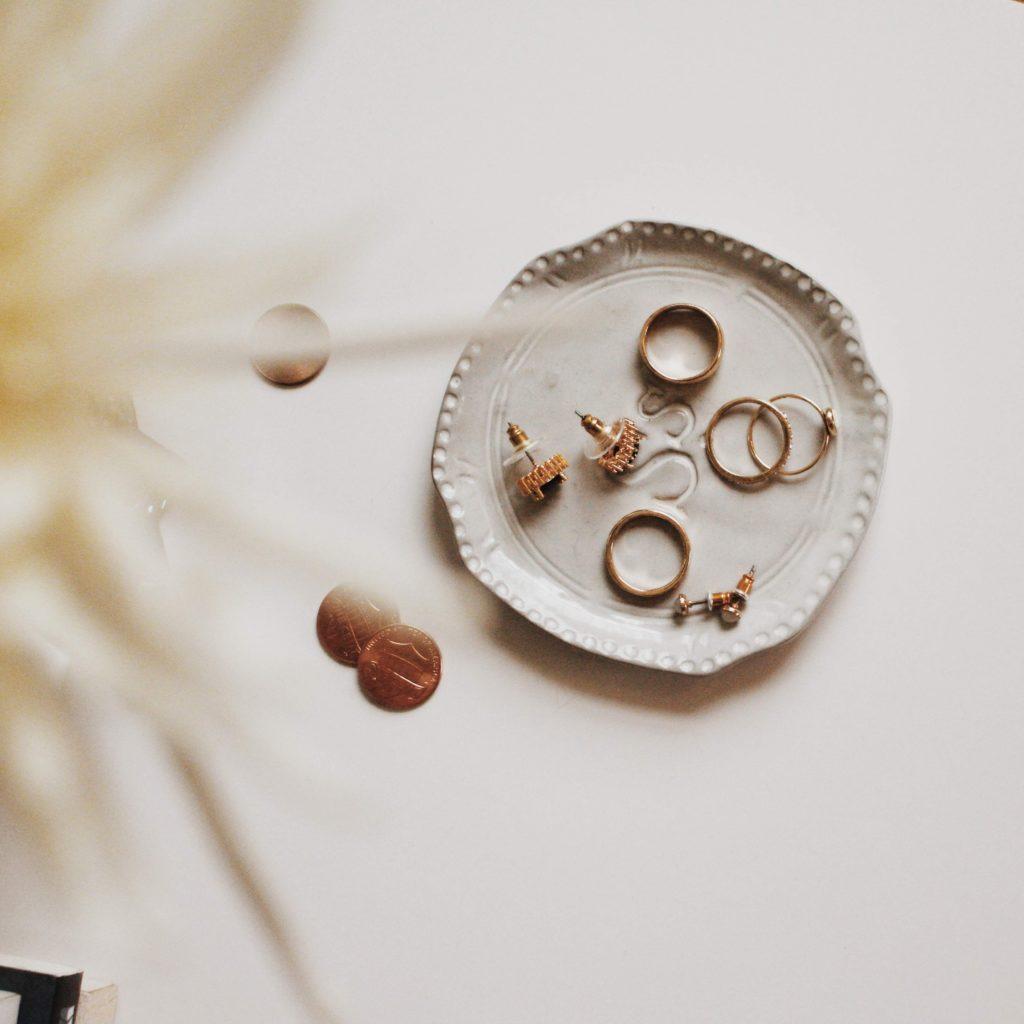 Delia Levy Jewelry, tu próxima joyería favorita - Portada Delia Levy Jewelry tu proxima joyería favorita google joya aretes collares pulseras anillos oro google amazon Instagram tiktok oro anillo arete pulsera oro collar