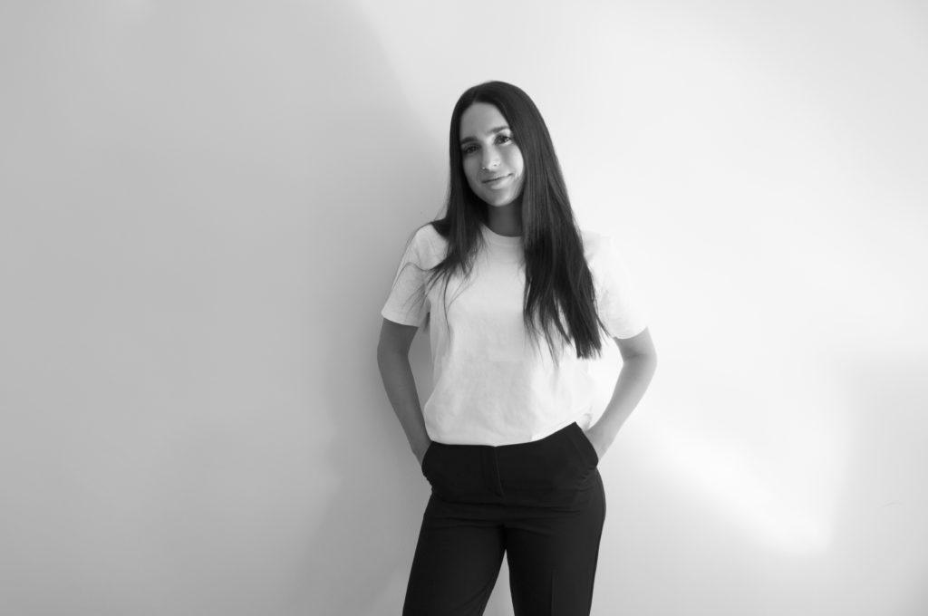 Regina Polanco, la mente creativa detrás de PYRATES Smart Fabrics - foto regina web black and white