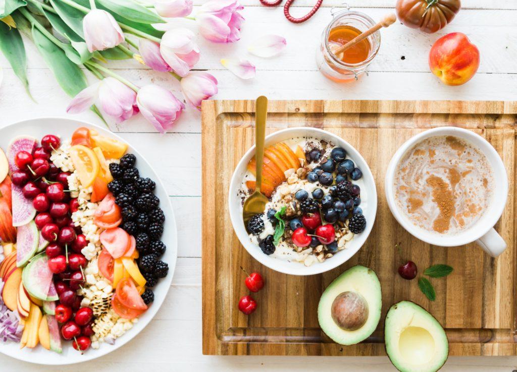 Para todos los healthy foodies: 4 ideas para preparar el desayuno perfecto - Portada. Healthy Foodies. 4 ideas para complementar el desayuno perfecto 4 ideas para complementar el desayuno perfecto. Keto. Vegano, Adelgazar. Gluten Free. Slim