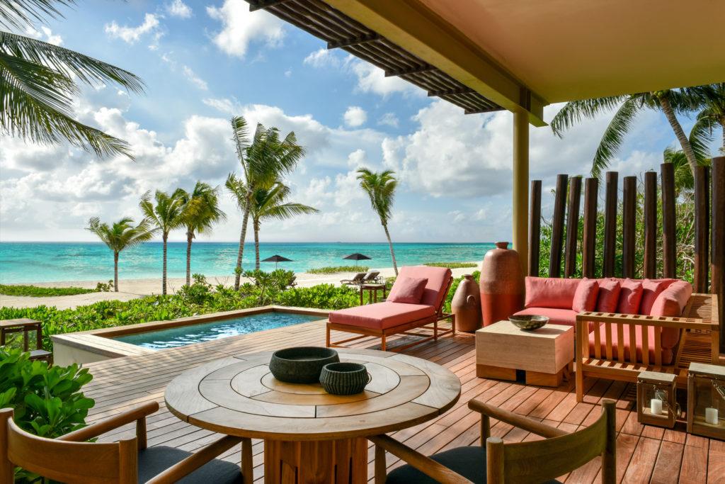¿Sin plan para Semana Santa? Conoce estos 7 hoteles de lujo en México - Beachfront Suite3