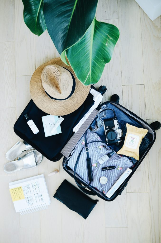 8 productos que necesitas para viajar esta Semana Santa - Portada. 8 productos que necesitas para viajar esta Semana Santa. Hotbook Bazar Online.