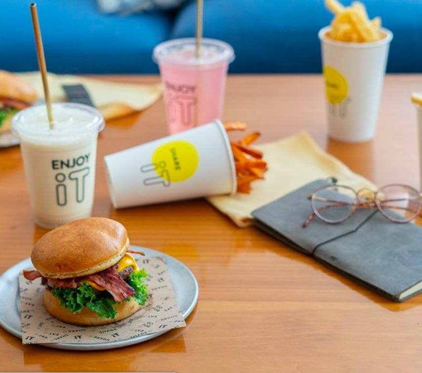 Visita iT Burgers, pioneros de dark kitchen en México - EL PIONERO DEL DARK KITCHEN EN MÉXICO VISITA IT BURGERS hamburguesas Kurt Cobain 1